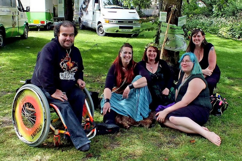 34.Tony, Ellie, Debra, Trina & Nicola chillaxing back at Team Leodis HQ
